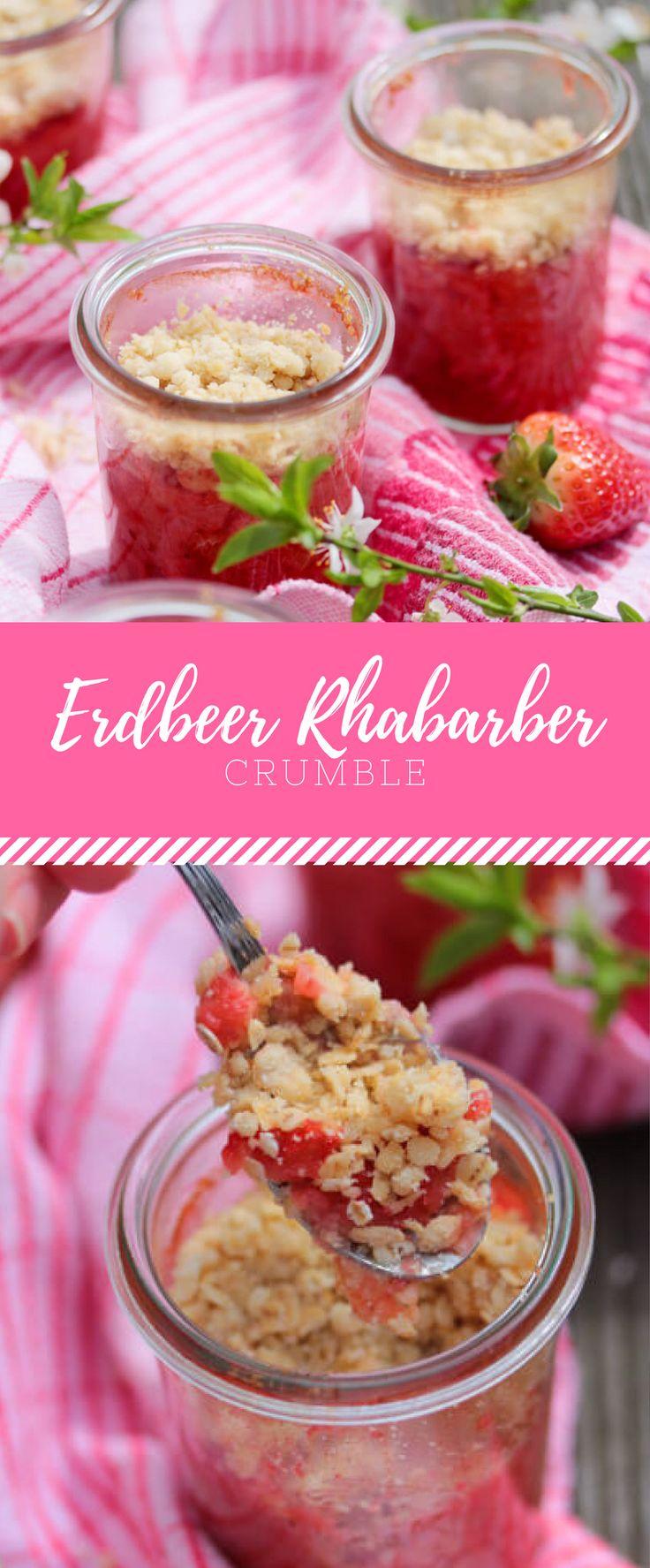 Crumble kann man mit fast allen Früchten kombinieren, aber besonders gut schmeckt es mit diesem Rezept für Erdbeer Rhabarber Crumble!
