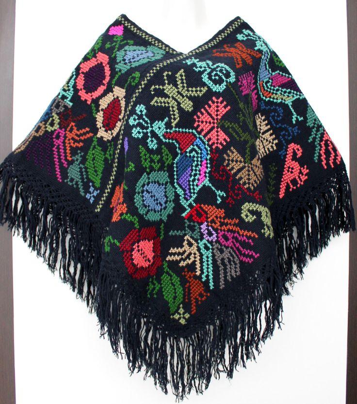 Un favorito personal de mi tienda Etsy https://www.etsy.com/mx/listing/248006836/hand-embroidered-mexican-poncho-made-in