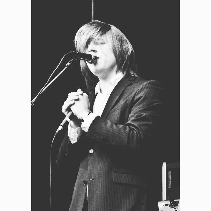 Goed ik heb je aandacht. Morgen sta ik in Groningen op @stukafestgroningen! Wat ik meeneem? Gitaar en nieuwe liedjes. Wat ik niet meeneem? Dit insane lange haar. Wie zie ik morgen?  #singersongwriter #stukafest #groningen #gig #dutch #netherlands #amsterdam #blackwhite #mondharmonica #optreden #songwriter #performance by okke_punt https://www.instagram.com/p/BB4MdV5rsLy/ #jonnyexistence #music