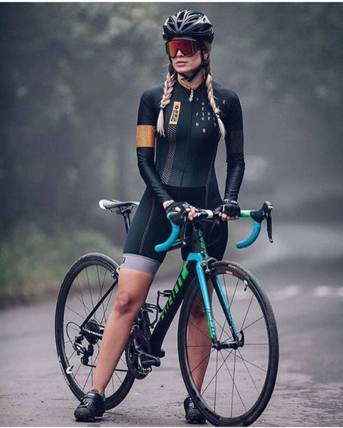 Cool bike girl in Frenesi cycling outfit ‍♀️