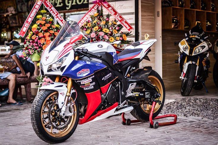 """CBR1000RR độ full """"đồ chơi khủng"""" của biker Long Xuyên"""