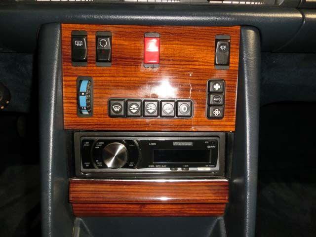 MERCEDES BENZ 300 SE W126 - AÑO 1987 - 2.962 CC., 187 CV, 6 CILINDROS, 5 VELOCIDADES, AIRE ACONDICIONADO, DIRECCIÓN ASISTIDA, FRENOS ABS, ALARMA, INTERIOR EN MADERA, RADIO-CD, 5 PLAZAS, LLANTAS, MUY ORIGINAL, MUY BUEN ESTADO, PERFECTO FUNCIONAMIENTO, 1 SÓLO PROPIETARIO, 172.000 KMS. ORIGINALES, COMPLETO HISTORIAL DE MANTENIMIENTO EN SERVICIO OFICIAL, MATRÍCULA ORIGINAL (V), DOCUMENTACIÓN e ITV AL DÍA. PRECIO: 6.000.- €  + INFO: http://antequeraclassic.com/catalogo/mercedes-benz-300se-w126