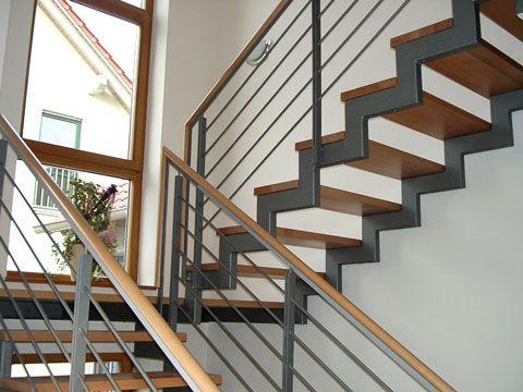 Treppe Holz/Stahl mit Holzhandlauf