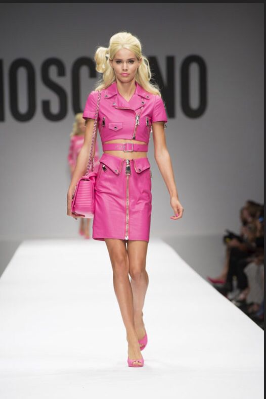 Barbie look-alike models with huge wigs and bubblegum colored lipstick at Moschino Spring/Summer 2015 fashion show.