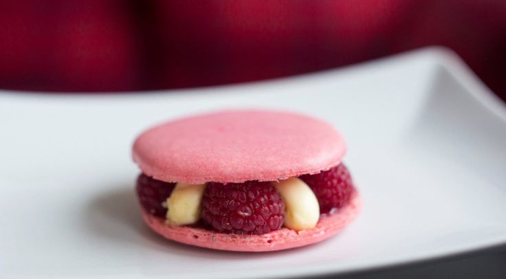 Raspberry macarons by DelightMe!