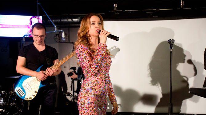 Speváčka Kristína si na krst vzala trblietavé mini šaty!