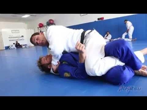 Roger Gracie, Setting Up the Ezekiel Choke: Jiu-Jitsu Magazine, Issue #27. - YouTube