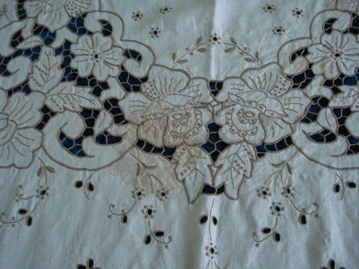Bordado de Madeira, bordado inglés con punto de festón, bodoque, calados y presillas