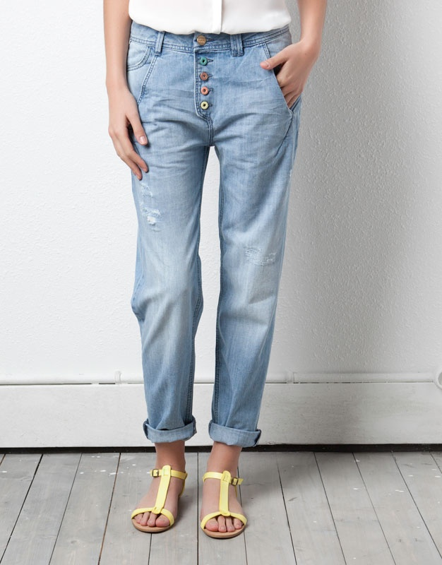 EMBROIDERED BAGGY JEANS