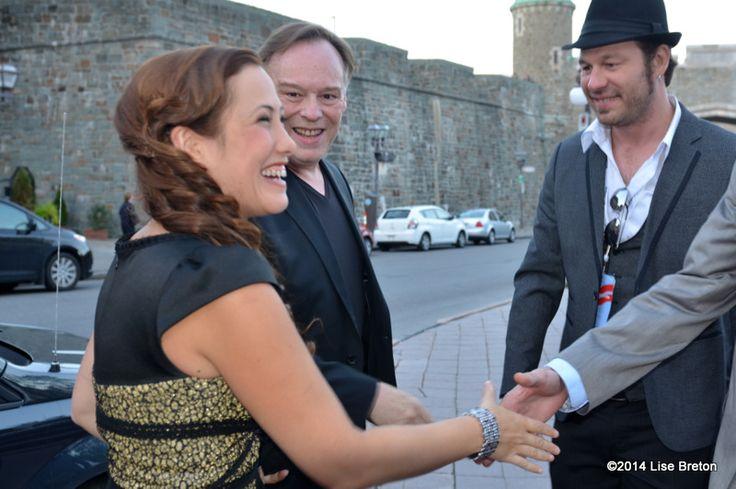 Christophe Gans et Myriam Charleins  accueillis par le directeur du FCVQ Olivier Bilodeau à leur arrivée à Place du Festival de Québec pour la présentation de leur film  La Belle et la Bête // Crédit photo Lise Breton