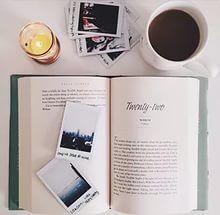 Hobi Posting Foto Buku, Seorang Remaja Jadi Seleb Instagram.