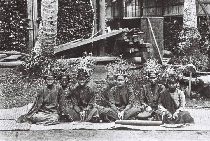 PESISIR - Chinese influence on Minangkabau fashion