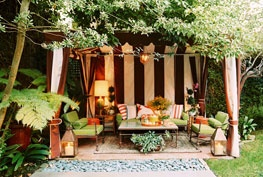 i love outdoor living spaces!