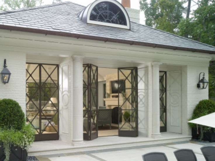 Interesting french doors.  Like the symmetry and balance of this home.