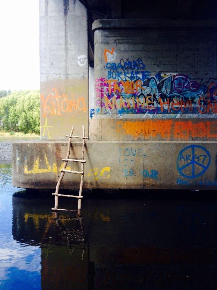Spent lunch the other day underneath the Waiohiki bridge along the Tutaekuri river. Found some cool local art and a sweet ladder that led to a rope swing on the other side - Napier Hawkes Bay