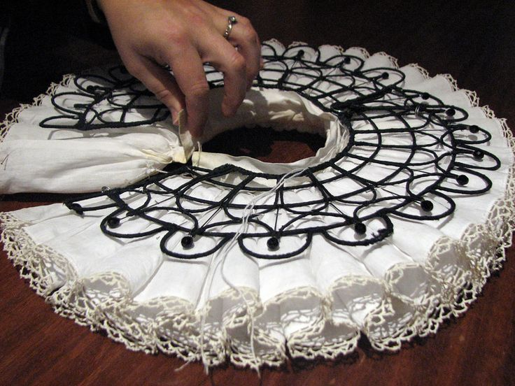 Modern reproduction of an Elizabethan REBATO/ SUPPORTASSE/ UNDERPROPER for ruffs.