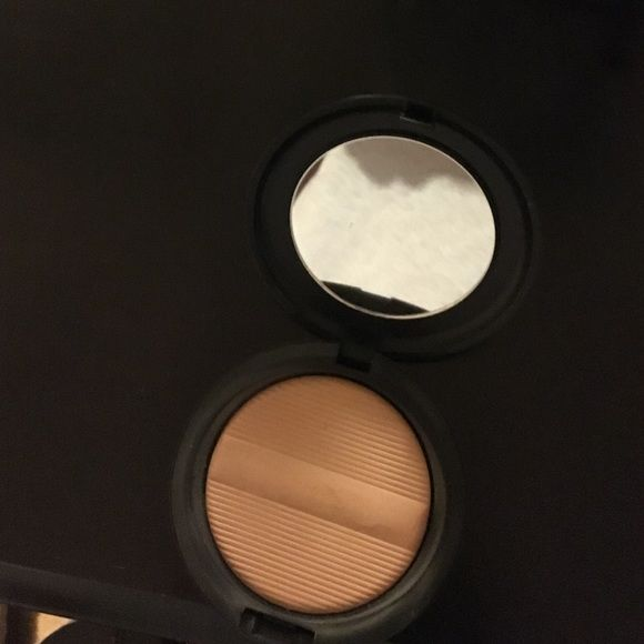 Mac Powder. Color: Med Dark Mac defining power. Color: Med Dark. This is in a prefect condition, it's just too light for me. Swatches once. MAC Cosmetics Makeup Face Powder