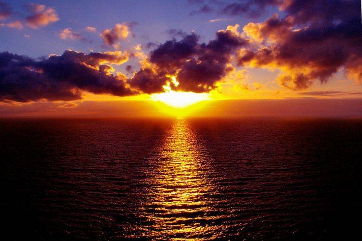 Vibrant sunset over ocean