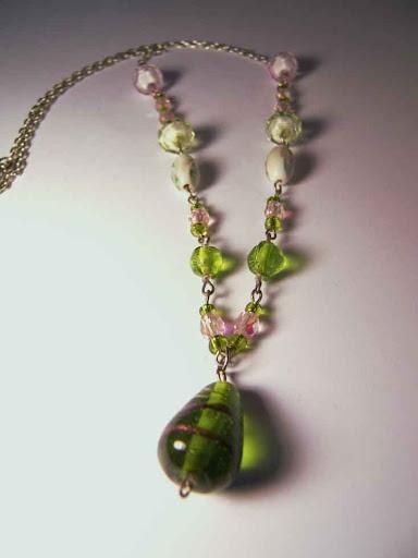 Con perlas de Murano y Swarovski / with a Murano and Swarovski pearls/ mit  Murano und Swarovski Perlen.