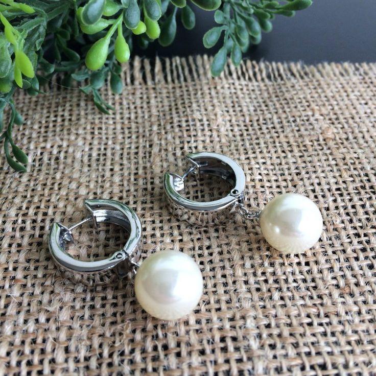 zilverkleurige oorringen met crèmekleurige imitatie parels - 4leafs4joy - party - 1,7 cm breed - 3,3 cm lang - gala- communie - combineer met de parelsnoer