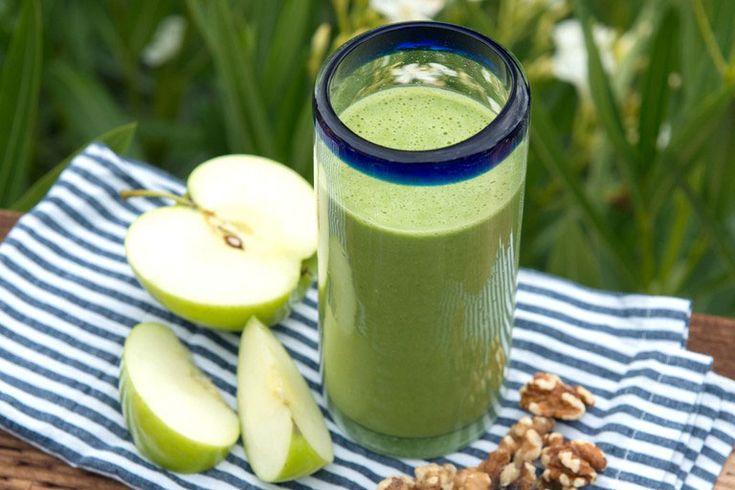 Recept voor een lekkere groene smoothie met veel vezels. Dit helpt zeer goed bij de spijsvertering. Onder andere met boerenkool, walnoten en haver.