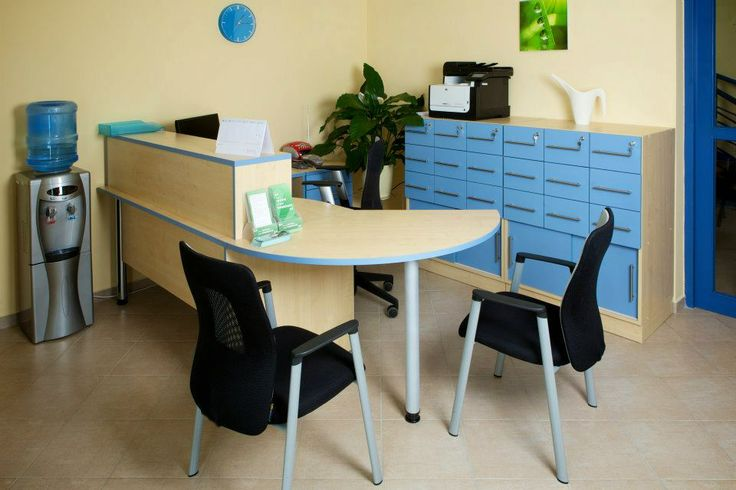 The reception desk is located a pleasant environment.