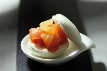 Atelier des chefs - smoked salmon macaron