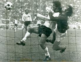 paul-madeley-gerd-muller-west-germany-england-13-may-1972-press-photo.jpg