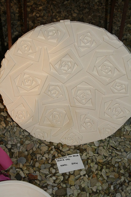 roses relief plate