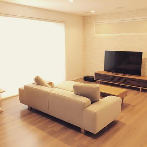 * * 新居に引越しました◡̈♥︎ とりあえず家具家電を配置してみた⚐  床暖がとっても暖かい(*˘ᗜ˘*).。.:*♡ * #新築 #新居 #注文住宅 #戸建て #一条工務店 #アイスマート #グレーウォールナット #リビング #エコカラット #バルミューダ #加湿器 #ソファ #テレビボード #キャットタワー #シンプル #シンプルインテリア #ナチュラル #ナチュラルインテリア