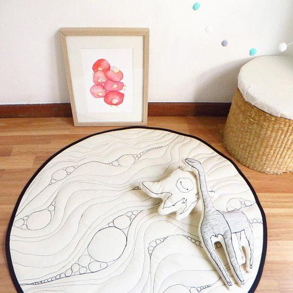 Monochrome nursery play rug, Baby play mat Round kids rug Black white rug nursery decor Gender neutral unisex quilted playmat linen play mat  #nurseryideas #babyplaymat  #nurseryrug #kidsroom #monochrome #blackwhite #scandinavian