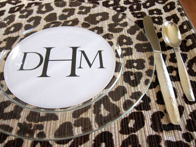 DIY: Dinner Plate Place Cards   Momtastic -- definitely worth having clear plates! Hmm ... Need to get a circle cutter, though.
