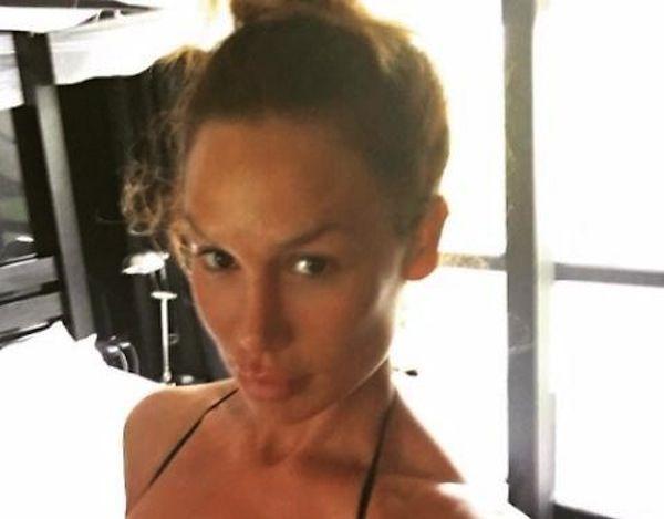 Senza trucco, senza inganno: occhio  a questo primo piano. Nicole Minetti, come mostra il seno / Foto - http://www.sostenitori.info/senza-trucco-senza-inganno-occhio-primo-piano-nicole-minetti-mostra-seno-foto/233729