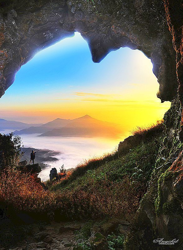 ✿✿ڿڰۣ(̆̃̃-->Donna-NYrockphotogir@twitter.com/ My Favs love the organic nature Cave of Hearts, Chiang Rai, Thailand!
