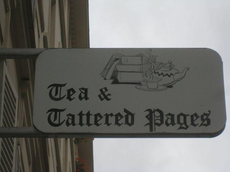 Tea & Tattered Pages (English bookshop), Paris