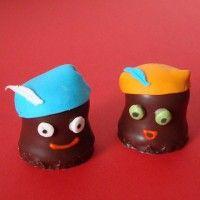 Traktatie: Zwartepietenzoen Trakteren in Sinterklaassfeer! Geen pepernoten of ander typisch sint snoepgoed? Wat dacht je van zo'n lekkere (neger)zoen?
