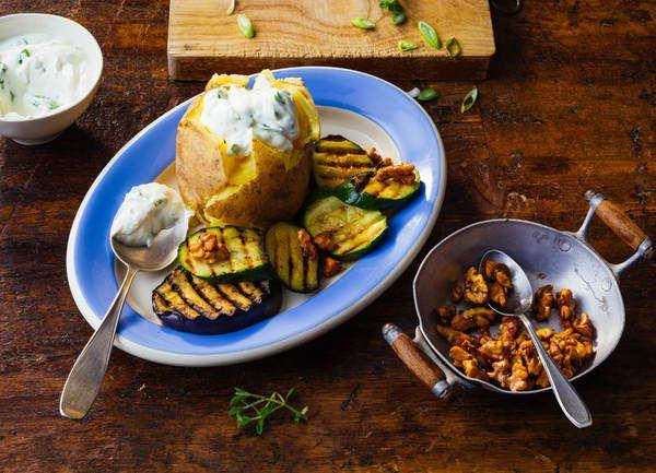 die besten 25 folienkartoffeln ideen auf pinterest folienkartoffeln im backofen vegetarisch. Black Bedroom Furniture Sets. Home Design Ideas