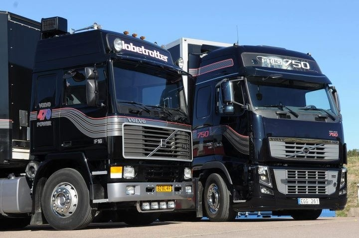 25th anniversary of Volvo's 16 litre engine. On the left is an F16-470 and on the right the latest FH16-750