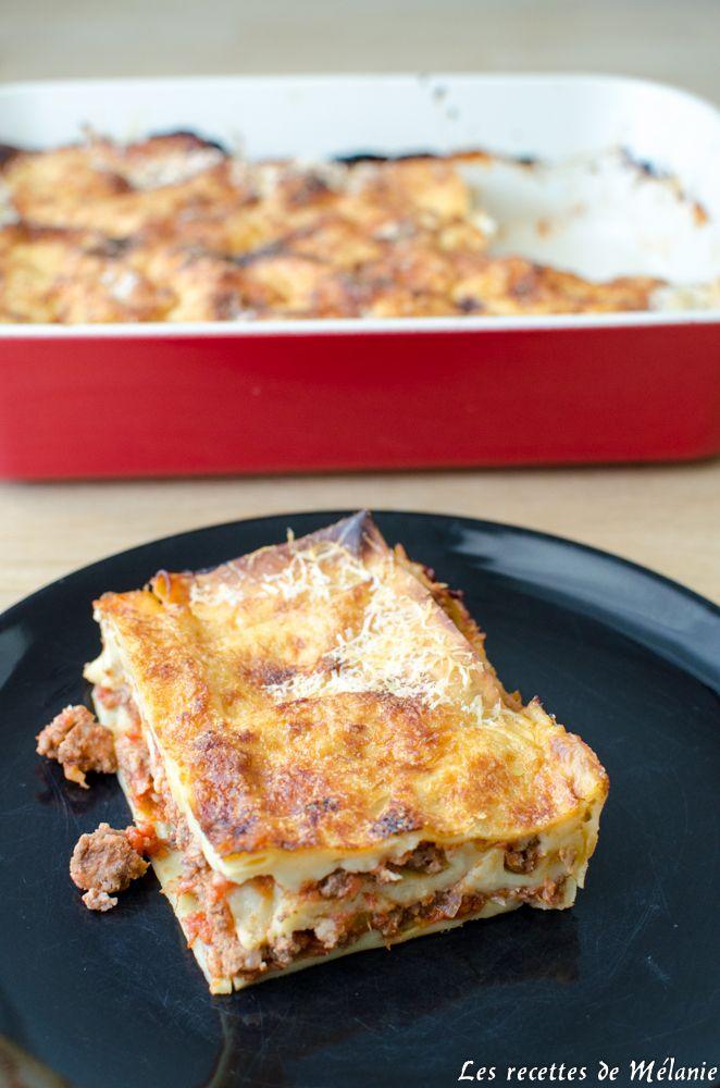 Une recette simple de lasagnes à la bolognaise maison avec des pâtes fraiches. Personne ne saurait y résister, alors à vos tabliers!