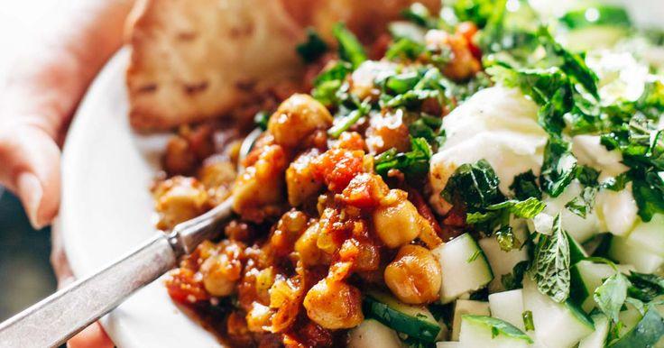 Detox Moroccan Chickpea Glow Bowl: clean eating meets comfort food! vegetarian / vegan. | pinchofyum.com