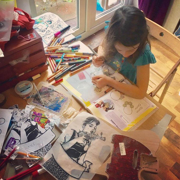 #summerholidays #art #fest - #martha is #decorating a #bottle, I'm putting a #riotgrrrl #design on a #telecaster #body with #tracingpaper #sharpie and #molotow #markers... #art #craft #kids http://misstagram.com/ipost/1572507461243112628/?code=BXSqzRaDAy0