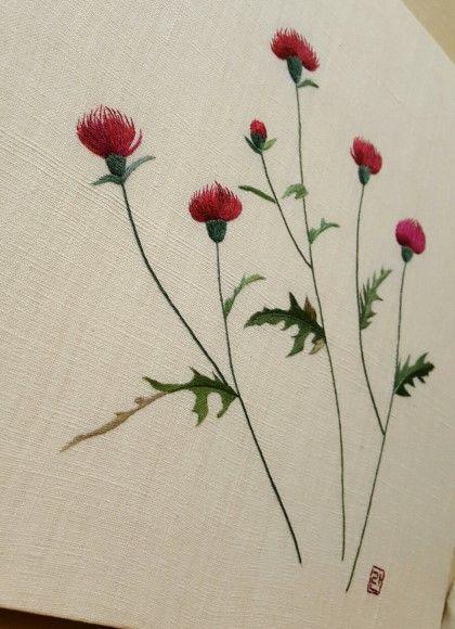 엉겅퀴는 내가 참 좋아하는 꽃이다 엉겅퀴의 화려한 색상은 어느것도 따라가기 힘들다 그런데 모양은 참 야...
