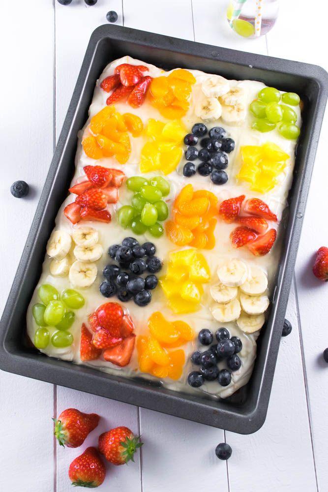 Ein Kuchen für den Sommer – Obstsalat Blechkuchen mit Zucchini Boden