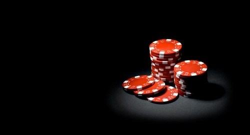 """Seminggu terakhir ini belajar maen poker, dari game play, strategi, sampe beberapa dasar matematisnya. Poker sungguh satu permainan yang menarik, karena secara gameplay poker cukup sederhana. Yang membuatnya menjadi kompleks kemudian adalah memprediksi/memperhitungkan """"behavior"""" dari para pemain lainnya."""