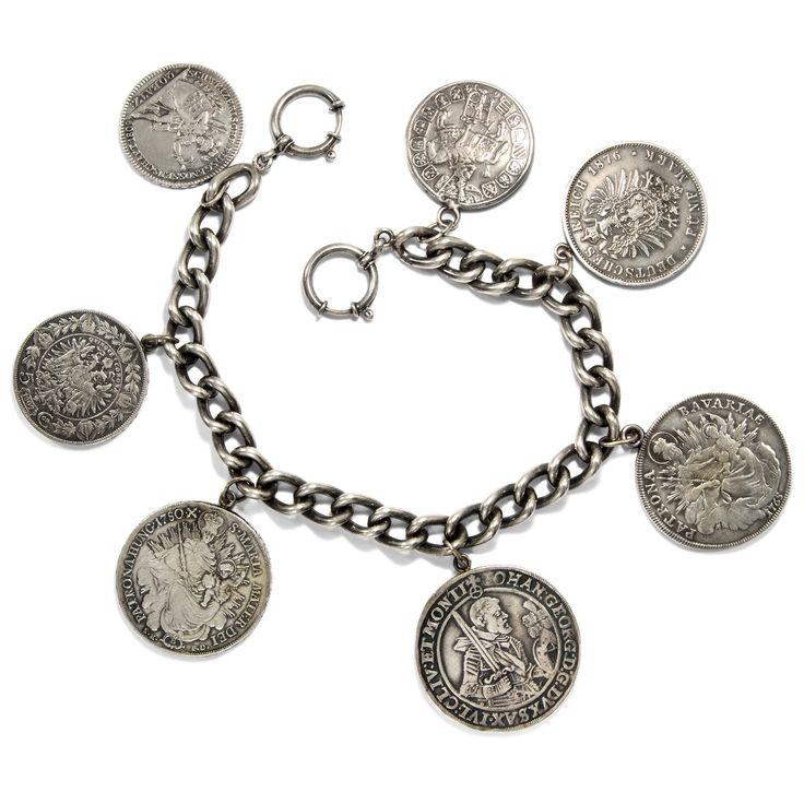 In klingender Münze - Prachtvolles Charivari mit sieben antiken Silber-Münzen, um 1960 von Hofer Antikschmuck aus Berlin // #hoferantikschmuck #antik #schmuck #antique #jewellery #jewelry // www.hofer-antikschmuck.de