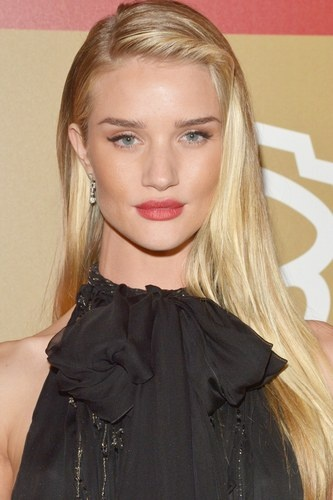 Rosie Huntington-Whiteley puts a new twist on her play it straight look.