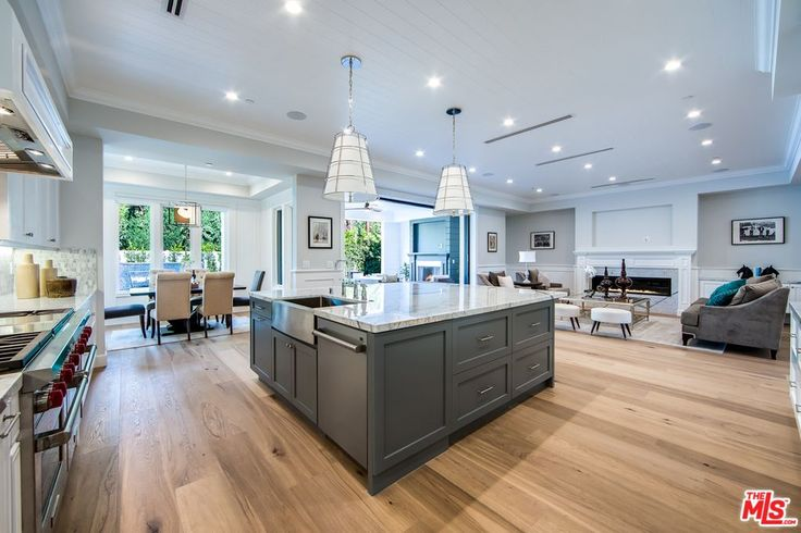 View 54 photos of this $3,495,000, 5 bed, 6.0 bath, 5250 sqft single family home located at 4122 Allott Ave, Sherman Oaks, CA 91423 built in 2017. MLS # 17252816.