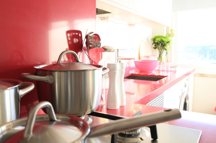 girl's pink kitchen