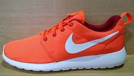 Kode Sepatu: Nike Roshe Run Orange White Ukuran Sepatu: 44 Harga: Rp. 680.000,- Untuk pemesanan hub 0831-6794-8611
