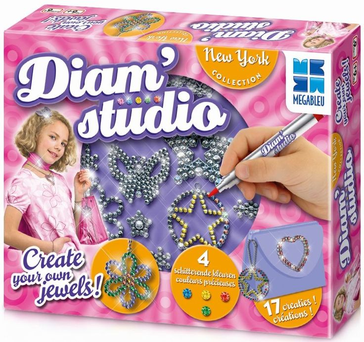 Creeer je eigen unieke verzameling sieradenen word de mooiste prinses!Gebruik de stiften met diamant effect om deverschillende patronen te versieren volgensje eigen creativiteit. Dankzij de bijgeleverdeaccessoires veranderen de patronen inechte sieraden: ketting, armband, ring,Û_Bevat ook stickers om je handtas,agenda, riem,Û_ te versierenmet je eigen juwelen   Afmeting: 50x335x230 mm - Diam Studio: New York